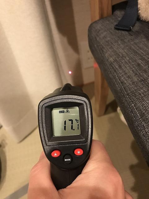 APW430(トリプルガラス)の大開口スライディングのある部屋の壁の温度