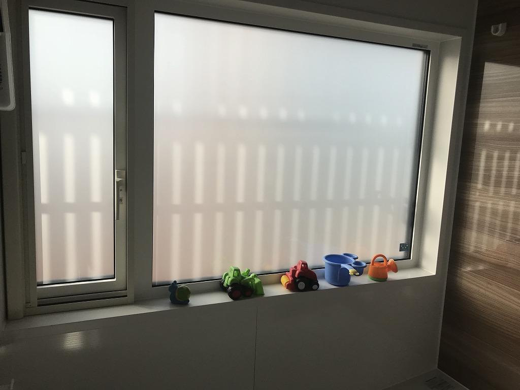 浴室の窓はAPW430