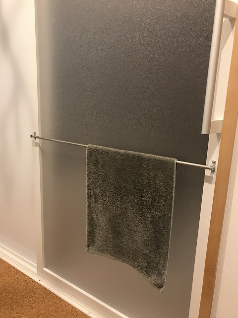 TOTOサザナの引き戸のタオルかけ