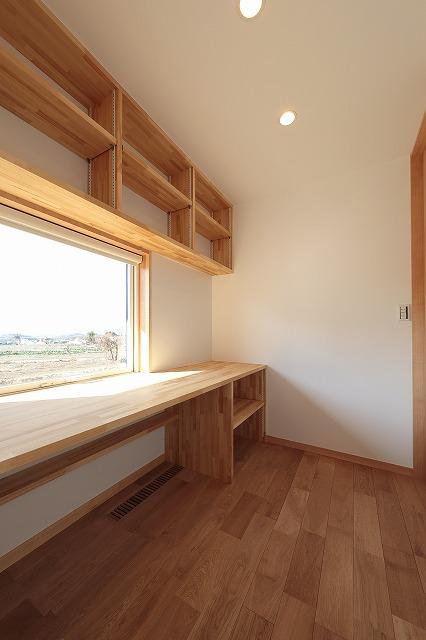 書斎の窓はAPW330