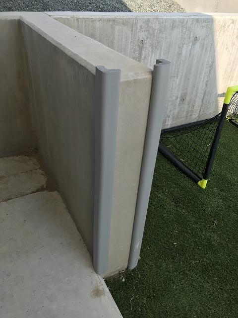 擁壁に取り付けたトラスコ安心クッションL字型