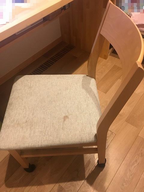 書斎の椅子は昔使っていたダイニングチェア