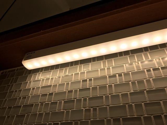 鏡裏収納の間接照明