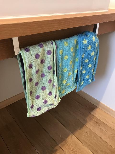 洗面所のタオルかけ
