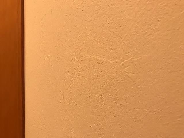 リビングの珪藻土塗りの壁