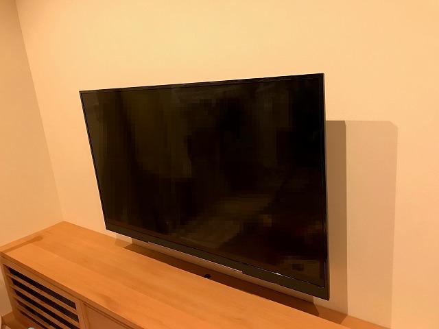 リビングの壁掛けテレビ
