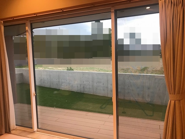 リビングの南側の掃き出し窓
