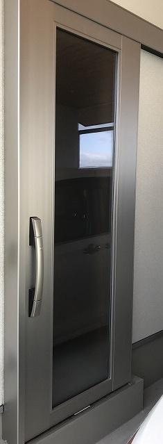 アルミ製の玄関