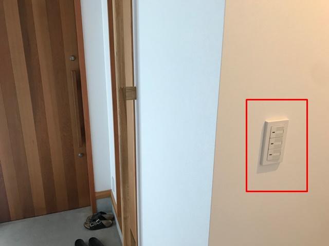 玄関照明スイッチの場所
