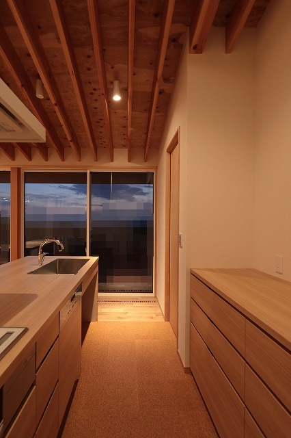 キッチンの床材はコルク