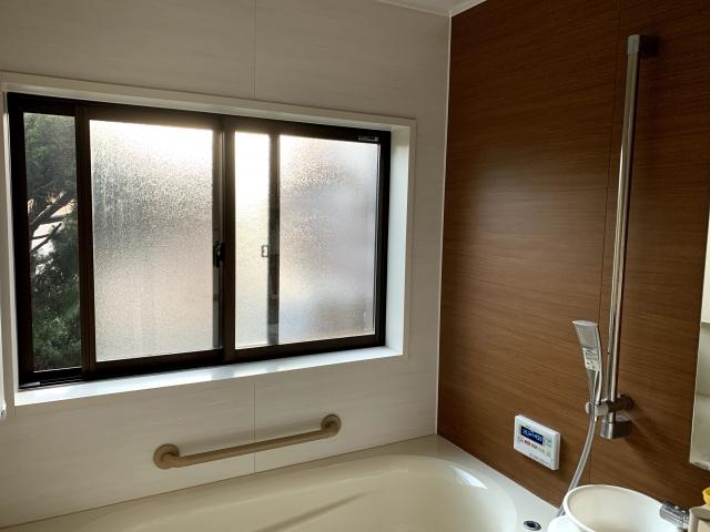 窓の大きなお風呂