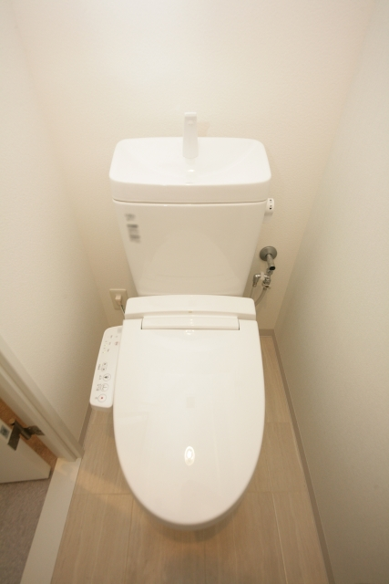 狭いトイレ