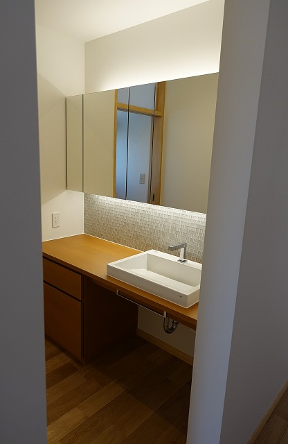トイレ隣の洗面所