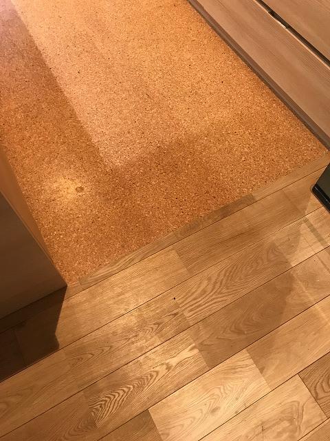 キッチンのコルクタイル