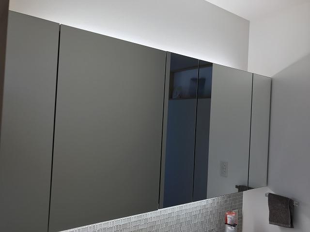 洗面所の鏡裏収納