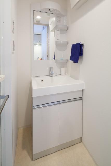 狭い洗面所