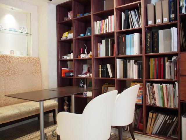 広すぎる書斎