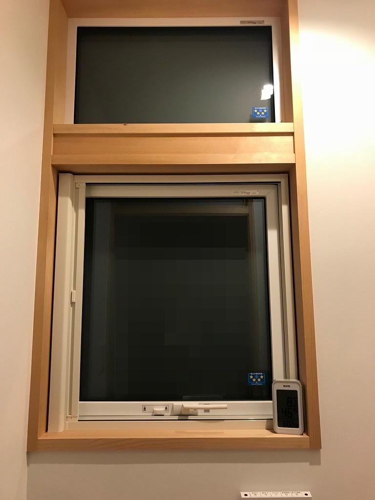 トイレのすべり出し窓