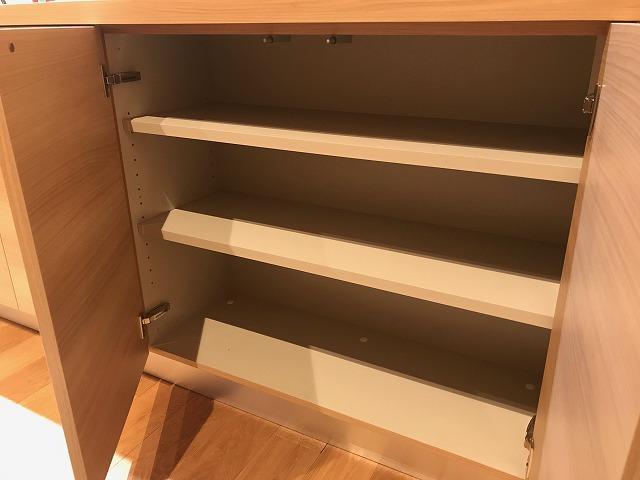 キッチン背面の収納スペース