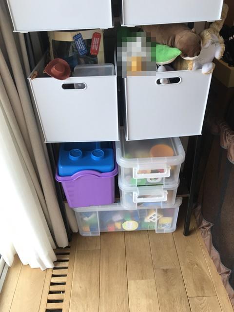リビングのおもちゃ収納棚