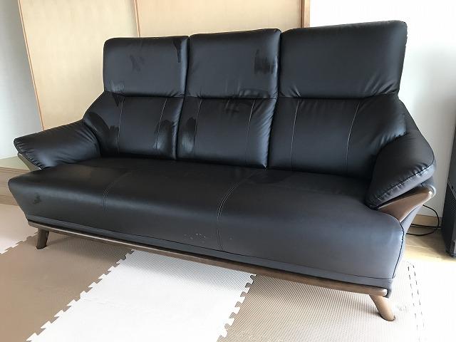 リビングのソファ